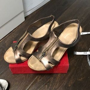 Copper color wedge